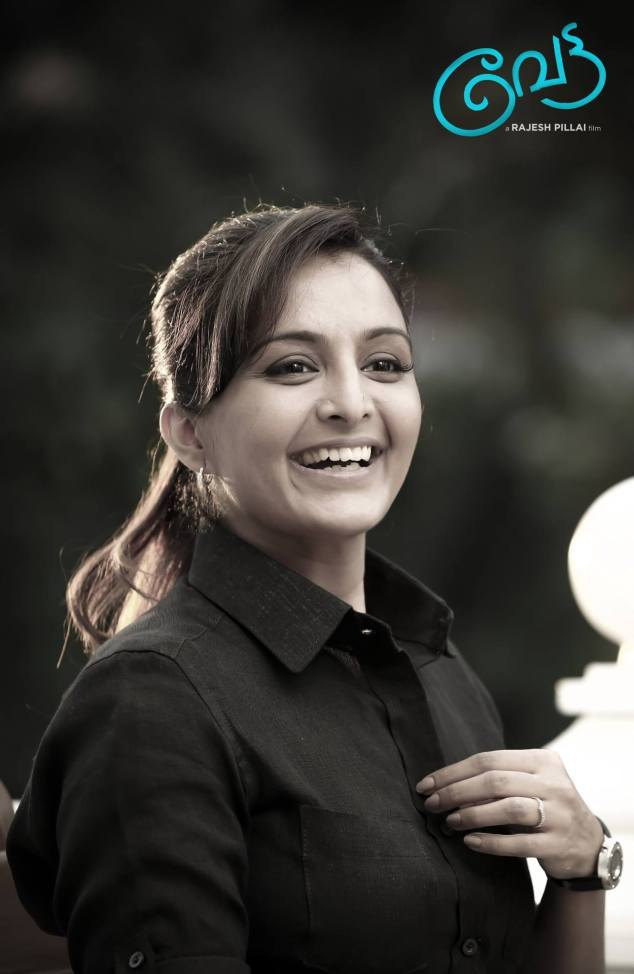 Manju-Warrier-in-Vettah-Malayalam-Movie-Photos